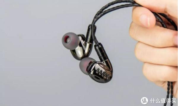 DM5四单元圈铁入耳式耳机体验测评趣测网