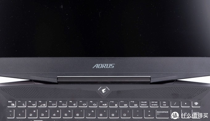 技嘉AORUS 15游戏笔记本评测