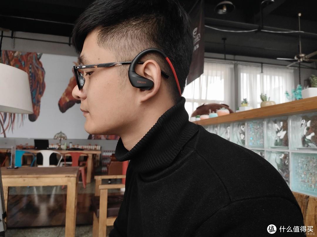 一款不仅防水,还能唤醒手机语音助手的运动耳机—Dacom运动无线耳机