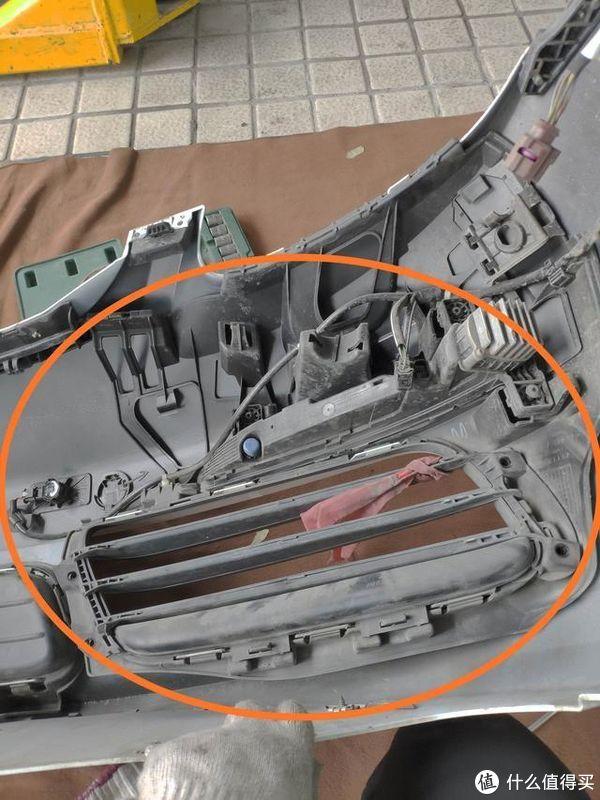 值友们来围观:保时捷博克斯特拆掉前保险杠做油漆,维修师傅:这也太好拆了吧