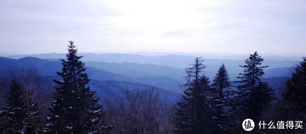 观景台,层峦耸叠的山脉