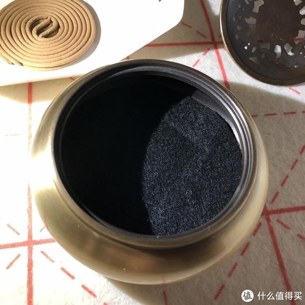加了防火棉在香炉内,摸着软软的