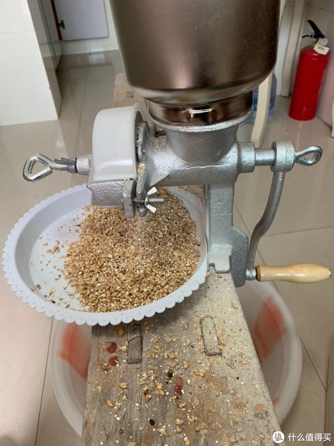 这是自酿第一步,粉碎麦芽