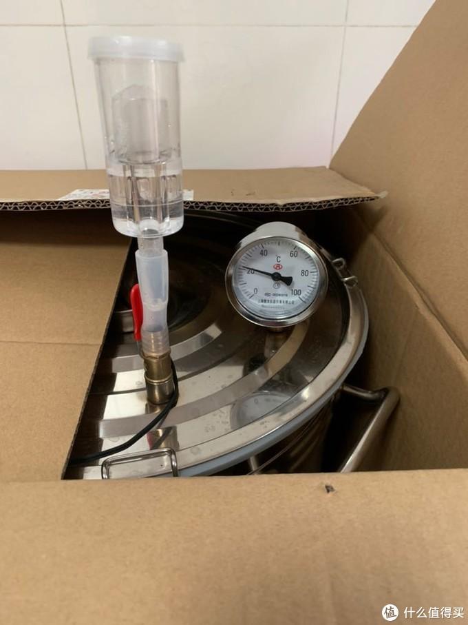 接下来就是装入发酵罐,放在合适的温度下,让其发酵半个月左右