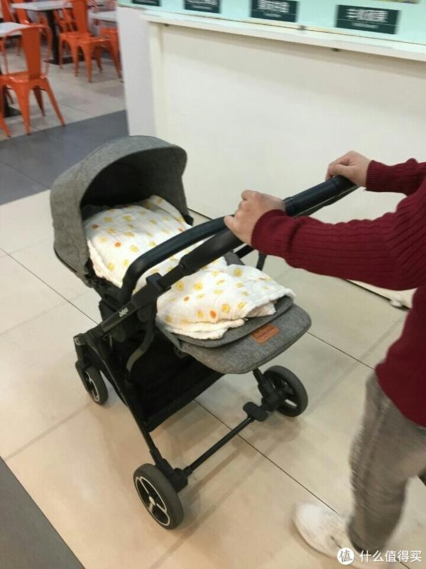 一款实用及安全为一体的婴儿车