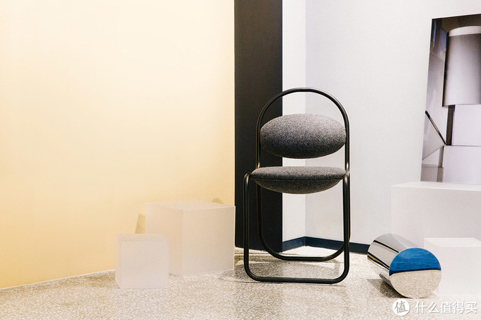新奇座椅创意,设计灵感来源于回形针