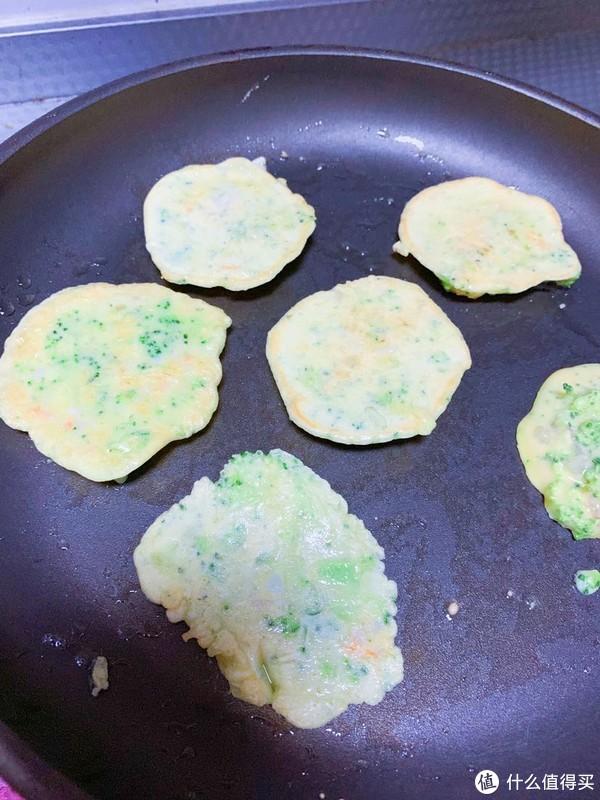 西蓝花虾仁蛋饼——超快手的一岁半宝宝的辅食小饼
