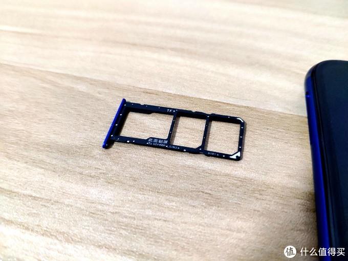 卡槽特写:双sim卡+tf储存卡