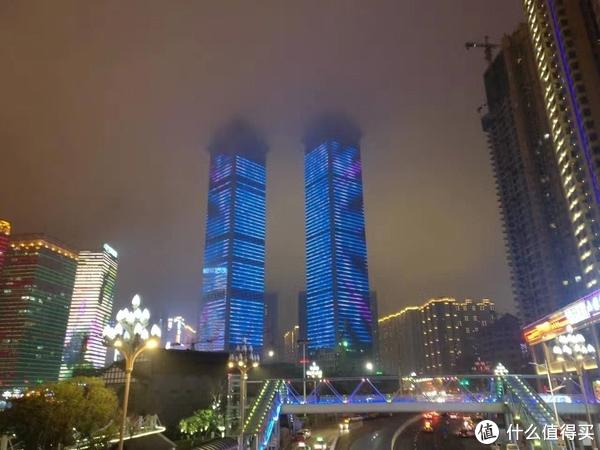 云雾里的大楼,贵州