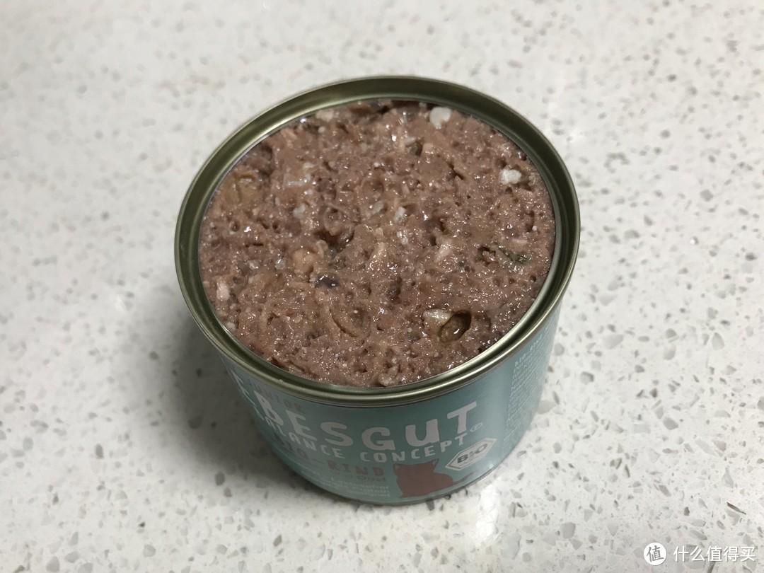 表面这样的形态是因为德罐先封装后蒸熟,加上丽贝美添加胶质少、油脂也少,因此表面会坑坑洼洼的