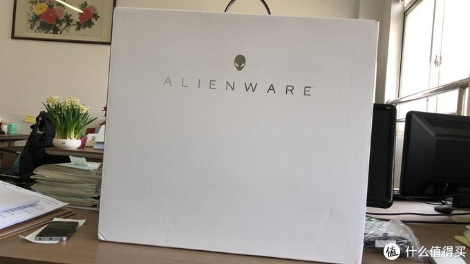 再入手外星人17寸移动炮台——Alienware 17R5 。