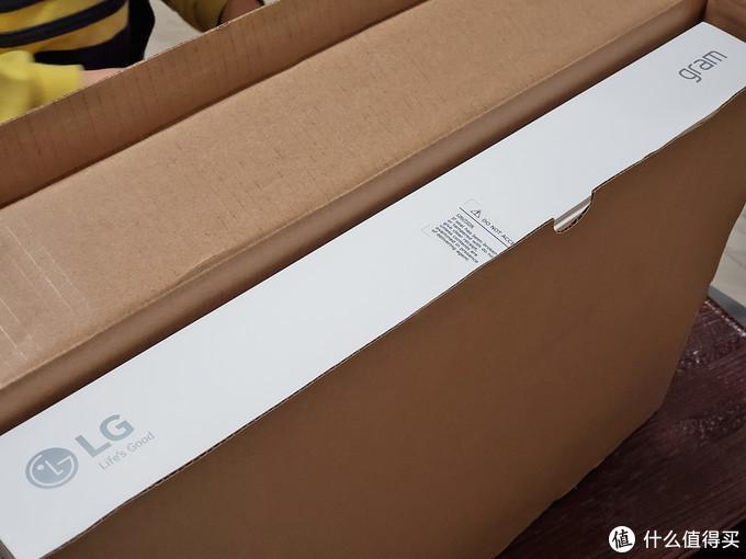 外面还有一层包装盒,不厚,但是保护的还算到位