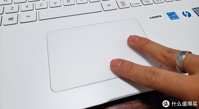 玻璃的面板,手感还可以,就是按下去依然感到生硬,支持手势操作