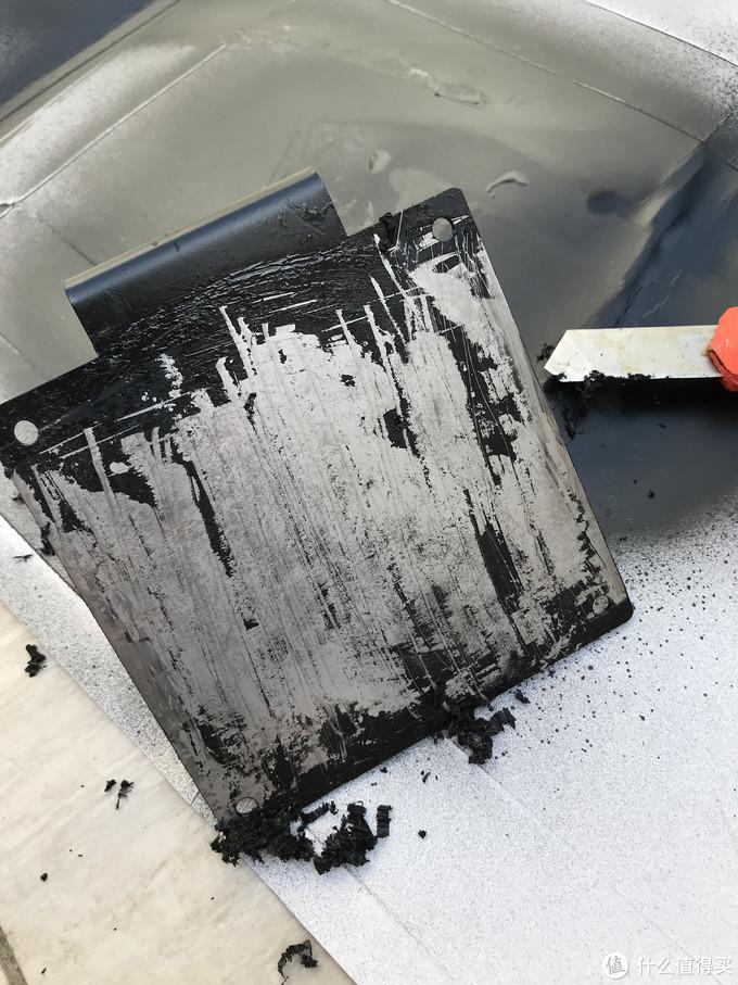 第一次喷漆没有经验,弄的漆面不太均匀,所以刮了重喷