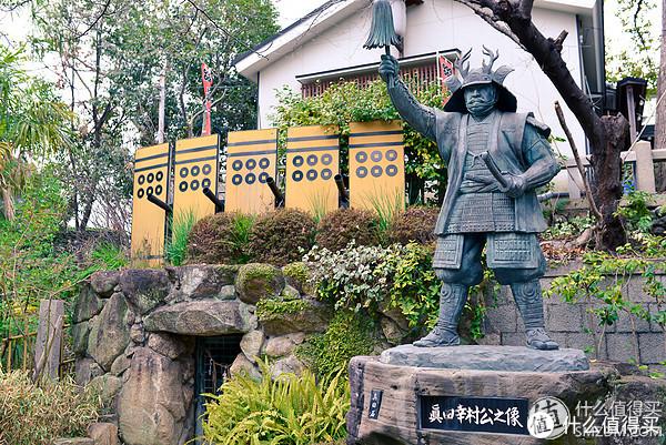 左下方是真田丸地道,上方的枪炮和防御的盾牌是真田丸工作原理图。真田丸在大阪之战冬之阵的时候,用于加固大阪城南部防守。后来在冬之阵之后的和谈中,和护城河一起作为和谈协议拆除。