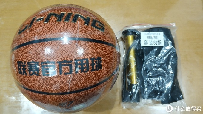 一个球,一个气筒,一个简易球包