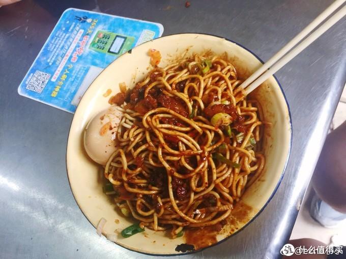 两外一款,类似武汉热干面的干拌吃法,没有带红油的汤面好吃