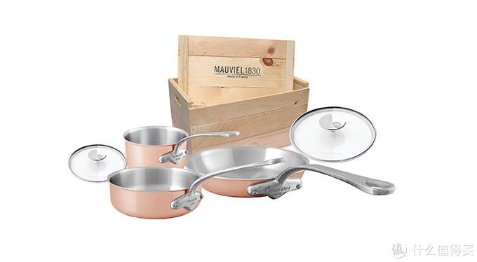 法国厨具品牌Mauviel发布新款厨具套装,木箱包装设计方便作为礼物送人