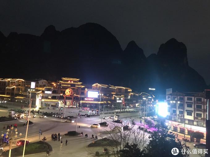 阳朔酒店外的街景