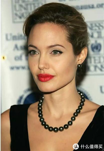 安吉丽娜朱莉的性感和黑珍珠完美契合