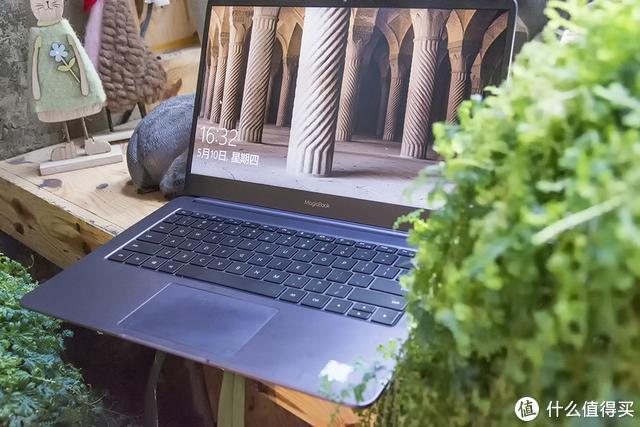 我认为这款女神小姐姐都爱的荣耀电脑,可以评为年度数码