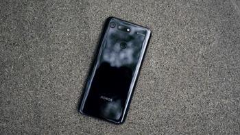 荣耀V20手机开箱记录(屏幕|包装|配置|跑分|续航)