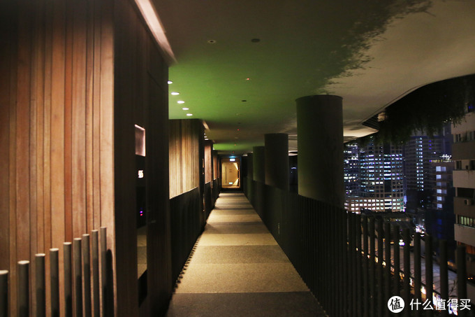 房间走廊是这种半室外的空间,还是有些意思