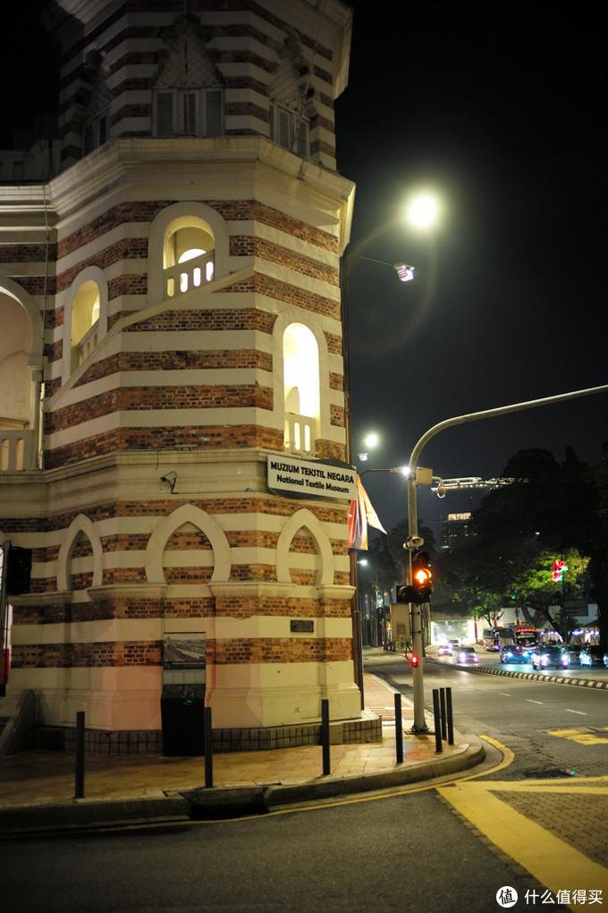 回去的路上好基友顺路带我们看独立广场,周六正好有开灯,开了灯会比较美一点的!