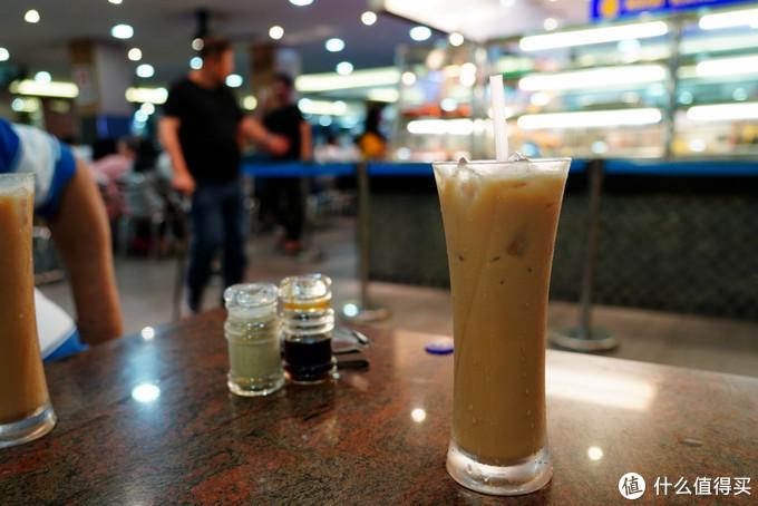 """我的最爱,冰奶茶,点单的时候来跟我发音,""""碟冰""""或者""""碟ice""""!热的就叫""""碟达嘞""""!不管是在印度档还是马来档,还是华人档,这么叫都能懂!其实就是马来西亚特色拉茶了!无与伦比的好喝,冷热各有滋味!一天不喝10杯,我浑身难受!口味和口感,绝对是台湾、hk奶茶不能比的啦!更别提国内的奶精茶了!"""