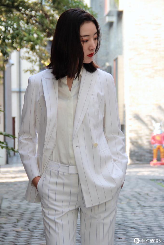 GIORGIO VALLINO白色蓝条纹西服套装