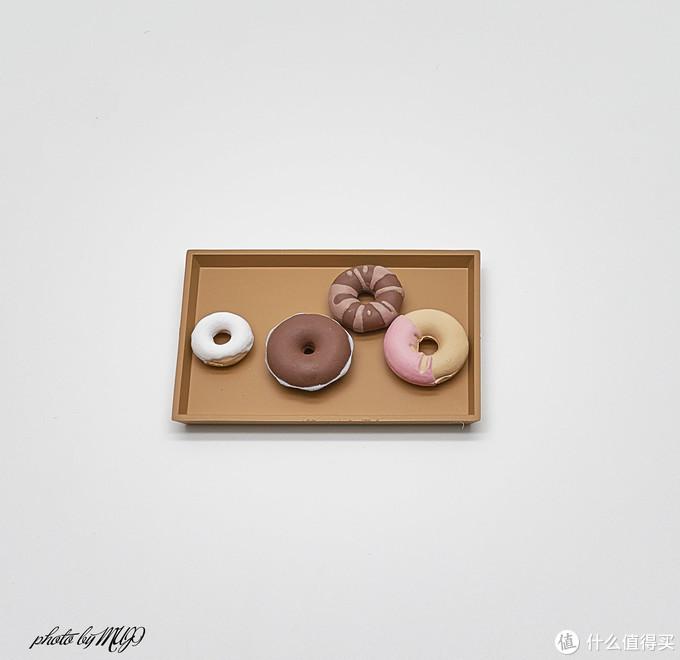 ▲摆好盘的甜甜圈