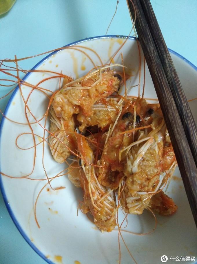 """""""扒虾""""有讲究:顺手去虾线,虾膏溢出多"""