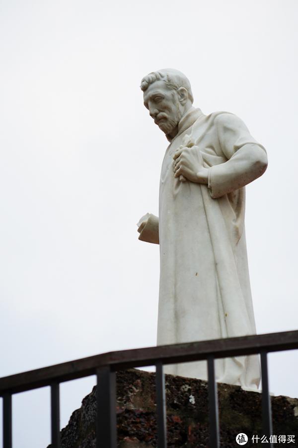就是他了,也有资料表示这位仁兄叫圣法朗西斯。。。搞求不懂~