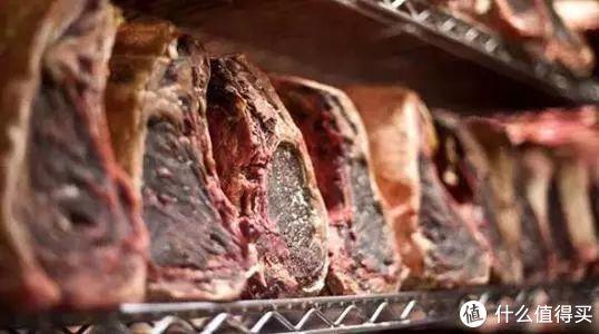 不依靠天价设备,如何在自家冰箱养一块干式熟成牛排?