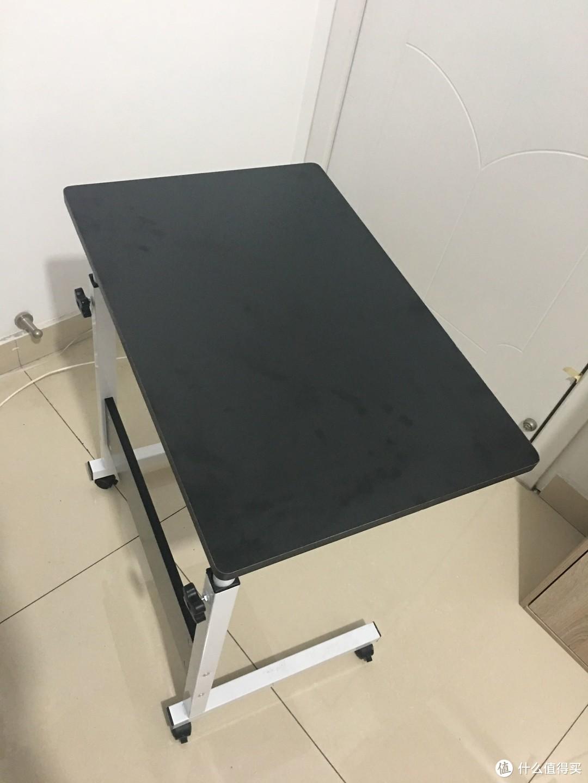 桌面长:600mm、宽是:40mm 颜色:白色、黑色、枫木色 本来想黑色防脏