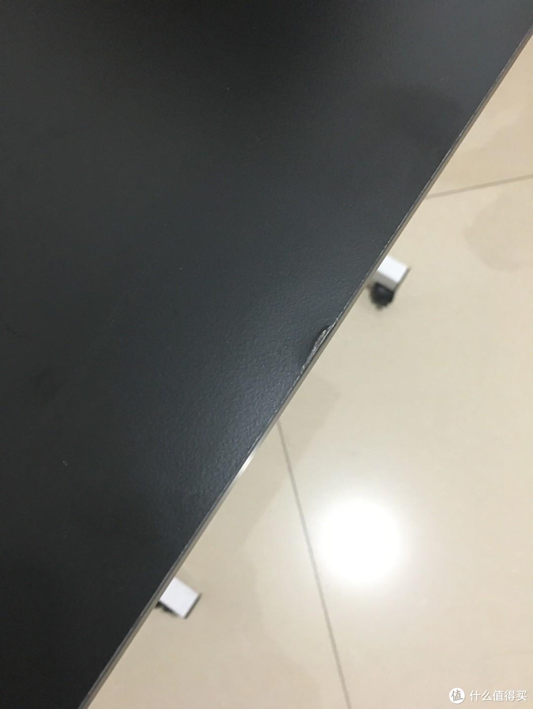 看到没有,桌子的边缘突起特别严重,特别不好看,作为处女座的我,心里特别膈应。