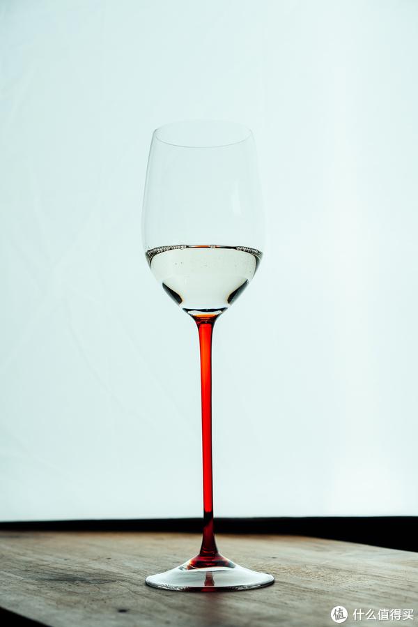 清酒在白葡萄酒杯里的表现