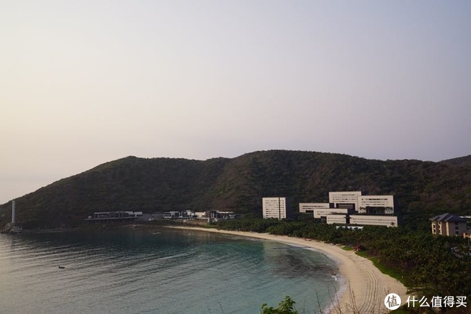 白色的几栋建筑就是太阳湾柏悦