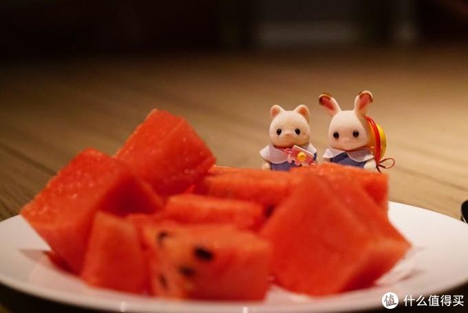 水果还是西瓜最好吃,每天吃两三盘西瓜