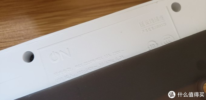 可以看到部分信息被底盘遮挡了