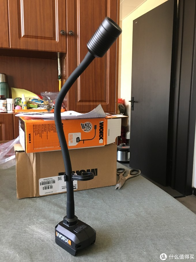 越陷越深:威克士WX028.9万向软管无绳锂电LED灯开箱