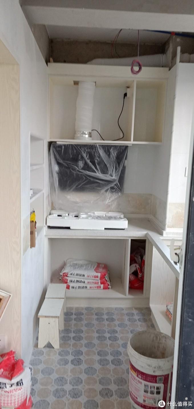 厨房没有钱买橱柜,让木工打的骨架