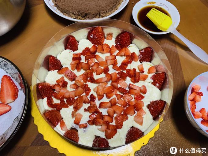 """零门槛蛋糕教程一不用烤箱教你做一个满分的""""草莓提拉米苏"""""""