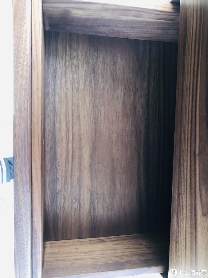 抽屉底板不是黑胡桃木!是板材的!