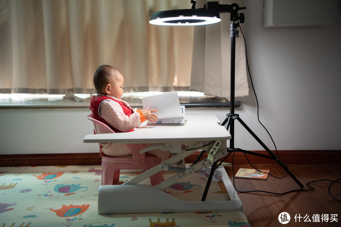 论台灯的重要性: 一岁就要用儿童护眼台灯? 孩视宝VL225A台灯 使用评测