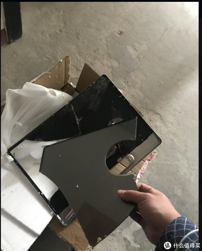 暴力拆解的玻璃板,特别扎手。