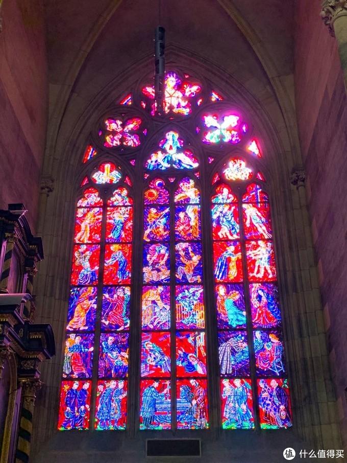 圣维特大教堂其中一扇彩窗