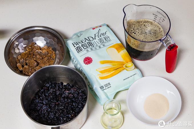 """用""""黑牛奶""""做面包,味道醇厚香浓,比白牛奶面包还好吃,做法并不难"""