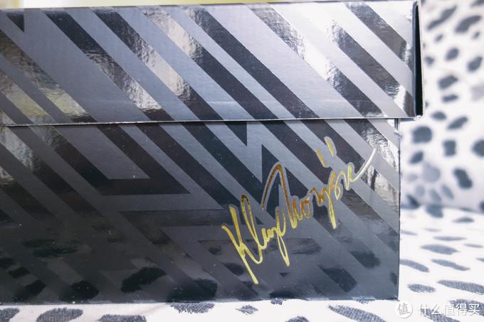 盒子右下角签名