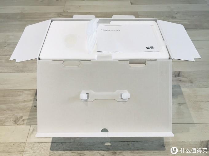 包装箱里分为上下两层,上层是量杯、刷子、送料棒和说明书